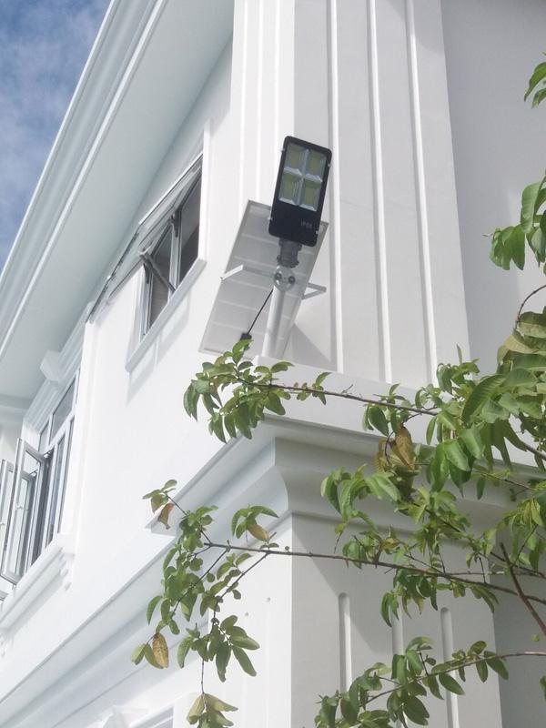 Đèn bàn chải năng lượng mặt trời 200W